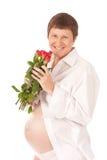 Donna incinta con le rose rosse Fotografia Stock