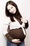 Donna incinta sorridente fotografia stock libera da diritti