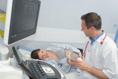 Donna incinta sull'ultrasuono prenatale Fotografia Stock