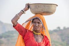 Donna indiana al assistito al cammello annuale Mela di Pushkar Immagine Stock Libera da Diritti