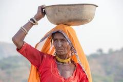 Donna indiana al assistito al cammello annuale Mela di Pushkar Immagini Stock