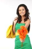 Donna indiana con i fiori della margherita Fotografie Stock Libere da Diritti
