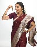 Donna indiana con il mazzo di tasti Immagine Stock Libera da Diritti