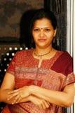 Donna indiana Relaxed. fotografie stock libere da diritti
