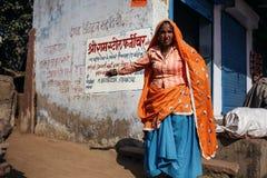 Donna indiana senior in vestiti tradizionali Fotografia Stock
