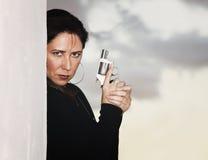 Donna ispanica con la rivoltella Immagine Stock Libera da Diritti