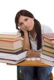 Donna ispanica dello studente di college con la pila di libri Fotografie Stock Libere da Diritti