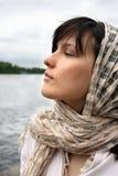 Donna in kerchief Immagini Stock Libere da Diritti