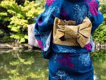 Donna in kimono giapponese Immagini Stock