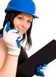 Donna lavoratrice in casco fotografie stock libere da diritti