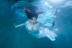 Donna leggiadramente sotto acqua Immagine Stock Libera da Diritti