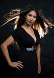 Donna lunga del brunette dei capelli Fotografie Stock Libere da Diritti