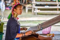 Donna lunga del collo in Tailandia Fotografie Stock