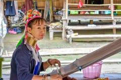 Donna lunga del collo in Tailandia Immagine Stock