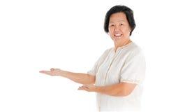 Donna maggiore asiatica Fotografie Stock Libere da Diritti