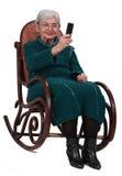 Donna maggiore che cattura le foto con un telefono Fotografie Stock Libere da Diritti