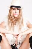 Donna in maglia e cappello della pelliccia Fotografia Stock Libera da Diritti