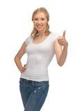 Donna in maglietta bianca in bianco con i pollici su Fotografie Stock Libere da Diritti