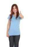 Donna in maglietta in bianco con i pollici su Immagine Stock