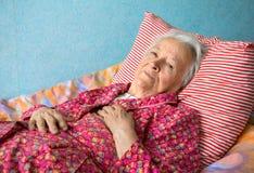 Donna malata senior Fotografia Stock Libera da Diritti