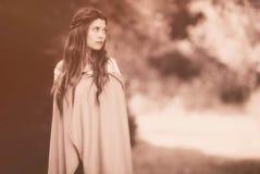 Donna in mantello Fotografia Stock