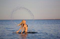 Donna in mare Immagini Stock Libere da Diritti