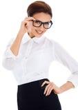 Donna marrone-dai capelli sorridente, posante Fotografia Stock Libera da Diritti