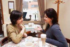 Donna matura in caffè Fotografie Stock Libere da Diritti