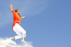 Donna matura che salta con la gioia Fotografia Stock Libera da Diritti