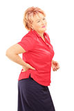 Donna matura che soffre da un dolore alla schiena Immagini Stock Libere da Diritti
