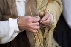 Donna matura che tricotta lana Fotografia Stock Libera da Diritti