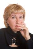 Donna matura del ritratto in vestito nero Fotografie Stock