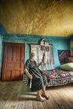 Donna mentre filando Fotografia Stock Libera da Diritti