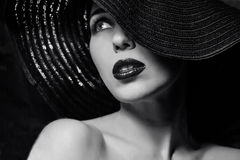 Donna misteriosa in black hat Fotografie Stock Libere da Diritti