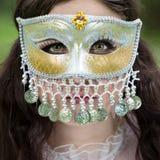 Donna misteriosa nella maschera Fotografie Stock