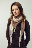 Donna - modello di modo con capelli marroni Fotografia Stock
