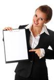 Donna moderna di affari che indica sui appunti in bianco immagine stock