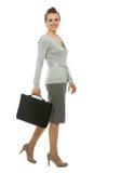 Donna moderna di affari con camminare della cartella immagini stock