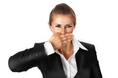 Donna moderna di affari con la mano sulla bocca Fotografie Stock Libere da Diritti