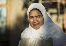 Donna musulmana all'aperto immagini stock