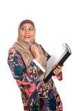 Donna musulmana nella posa di pensiero Fotografie Stock Libere da Diritti