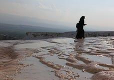 Donna musulmana a Pamukkale immagini stock libere da diritti