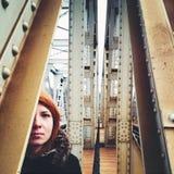 Donna nascondentesi Fotografia Stock Libera da Diritti