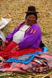 Donna natale di Uros, Perù immagine stock