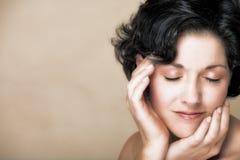 Donna naturale nel suo 30s Fotografia Stock