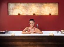 Donna nel bagno di wellness Fotografia Stock Libera da Diritti
