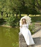Donna nel bianco Immagini Stock