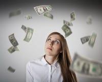 Donna nel bianco e nei dollari Fotografie Stock Libere da Diritti