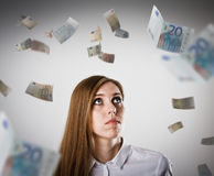 Donna nel bianco e nell'euro Fotografie Stock