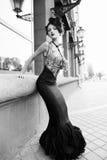 Donna nel bianco nero fotografie stock libere da diritti